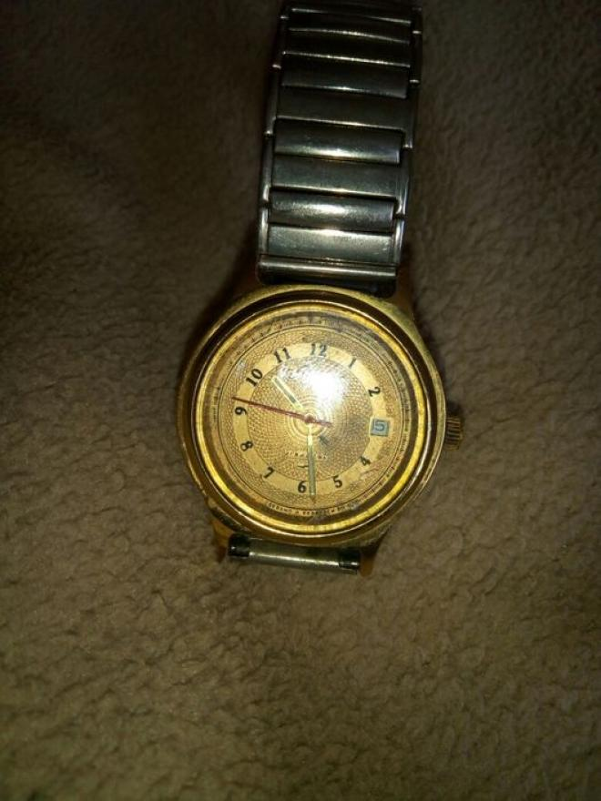 Часы Вимпел в хорошем  состоянии в желтом корпусе