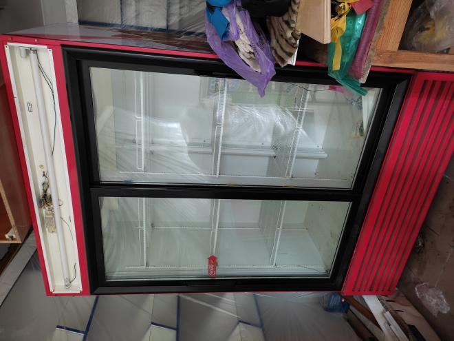 Холодильник, холодильна вітрина, холодильник для напоїв