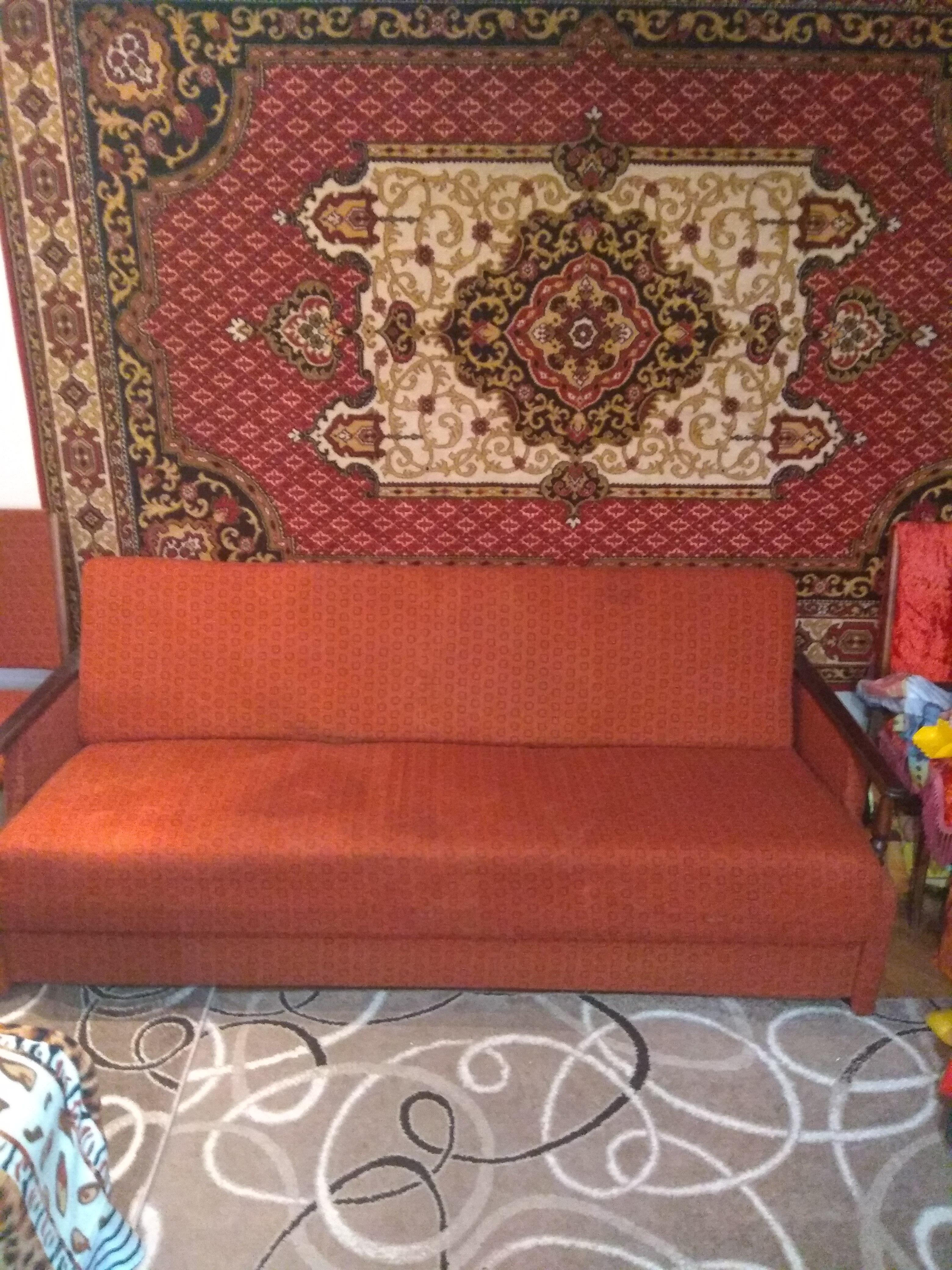 Продам диван + м'які крісла. Б/у, в хорошому стані.