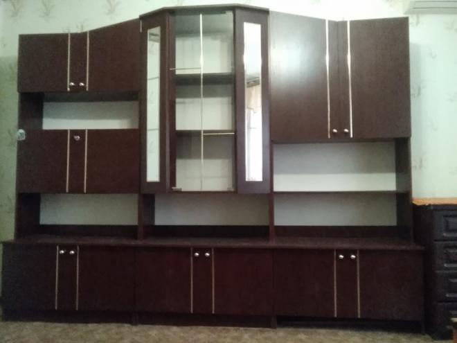 Продам мебель стенку со шкафом в хорошем состоянии.