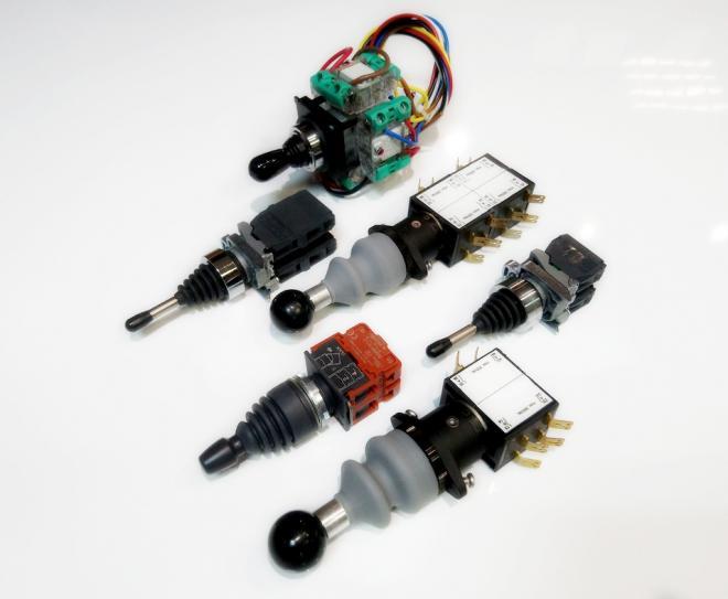 Рычажный переключатель (джойстик) 2-4х позиционный, гидроборт.