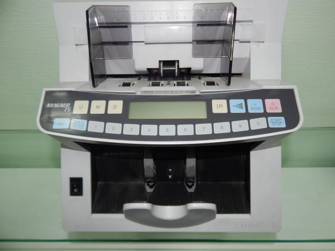 счетчик банкнот  MAGNER-75