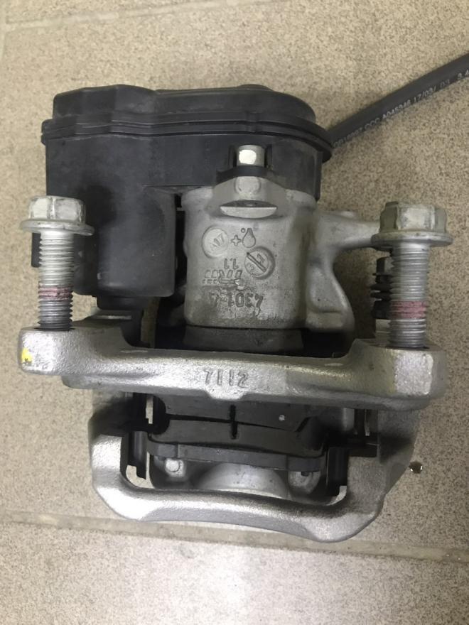 Тормозной супорт, и колодки задний, левый Chevrolet Bolt EV   13515113
