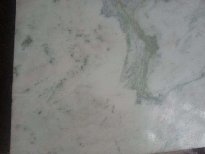 В интерьере мрамор и оникс используются для оформления полов, стен