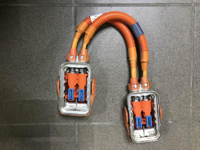 Высоковольтный кабель Chevrolet Bolt EV 42464525