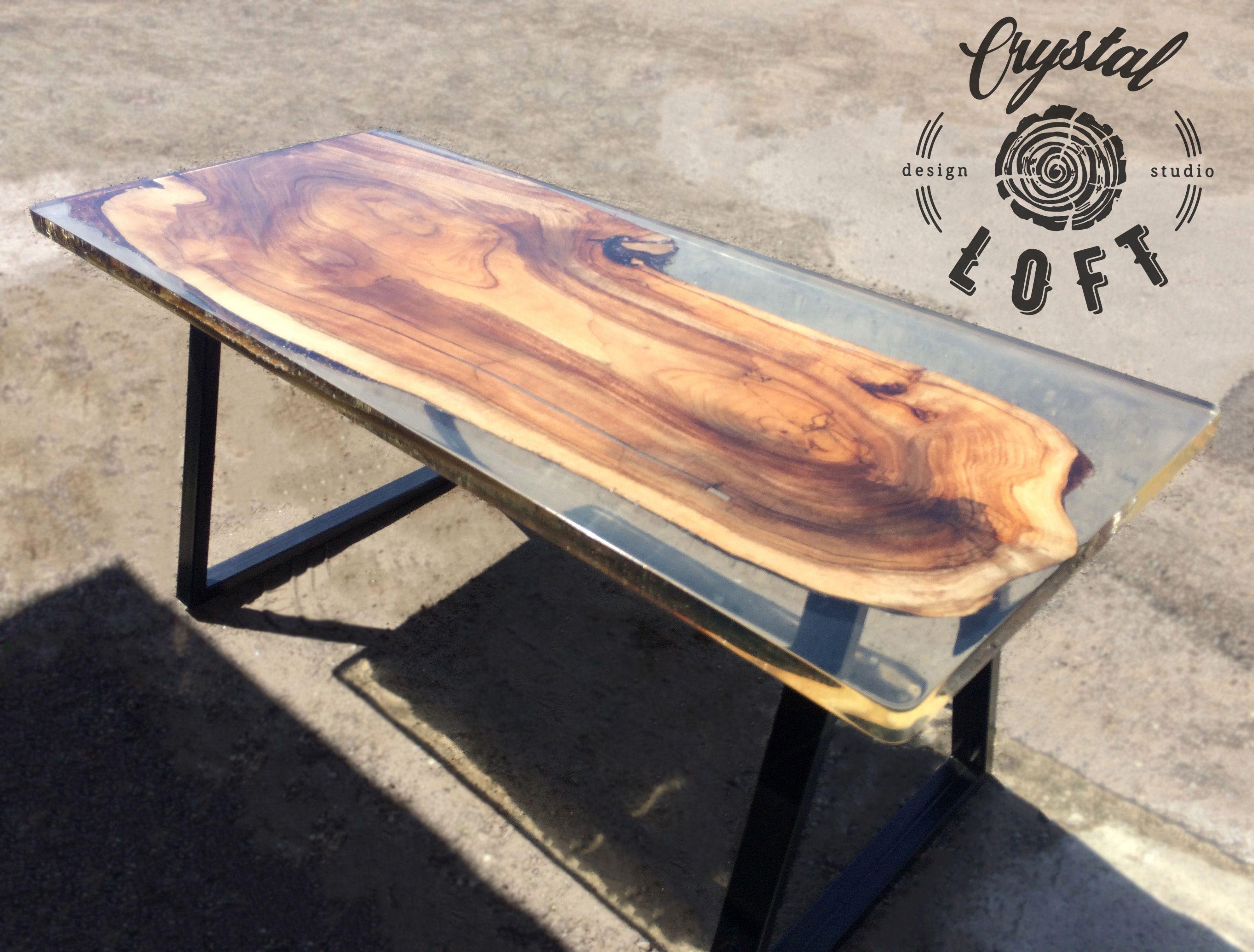 Дизайнерский стол из эпоксидной смолы в стиле Лофт из ореха + смола