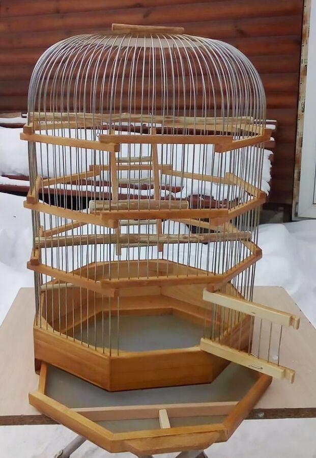Клетка для попугаев корелла цилиндрическая с закругленным верхом.