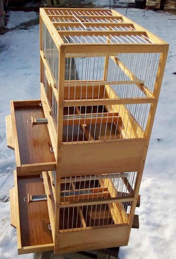 Клетки для птиц многоярусные.