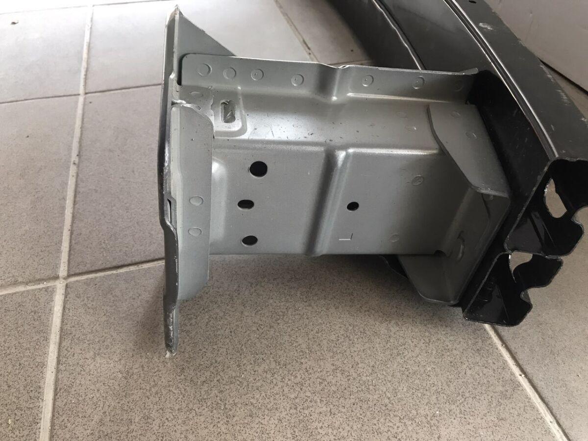 Кронштейн усилителя переднего бампера левый ,правый Nissan Leaf 2018