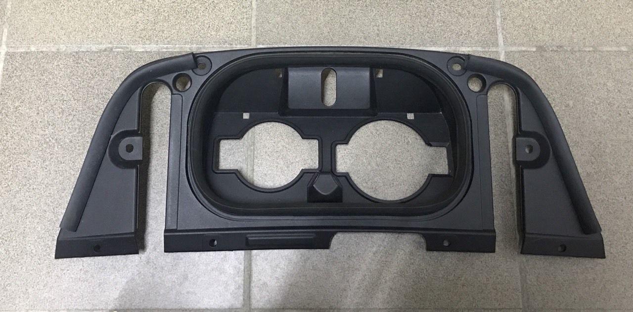 Накладка пластик зарядного порта внутренняя Nissan Leaf 2018 г. 65730
